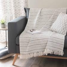 jeté de canapé maison du monde jeté en coton gris 160 x 210 cm maisons du monde