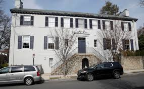 obama and ivanka trump who has the better house money vehicles are parked outside the home of ivanka trump and jared kushner in washington