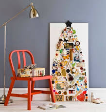 5 diy wall mount christmas trees of small objects shelterness