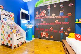 jeux de dans sa chambre il a re décoré entièrement sa chambre aux couleurs du jeu vidéo