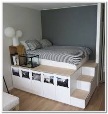 Diy Platform Bed With Storage Drawers by Best 25 Elevated Bed Ideas On Pinterest Bed Ideas Dream Rooms
