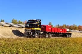 kenworth canadiense dieciocho ruedas canadá gira hacia los camiones chatos o coe