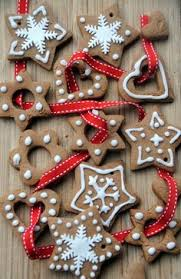 fifteen ornaments garlands gingerbread and