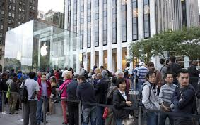 are retail stores open on thanksgiving apple ceo not in favor of opening additional retail stores on