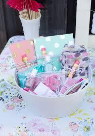 Kitchen Tea Ideas Themes Top 25 Best Bridal Shower Prizes Ideas On Pinterest Kitchen Tea