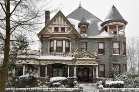 queen anne style home what is the difference between a queen anne style home and a