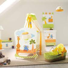 accessoire chambre bebe le ciel de lit bébé protège le bébé en décorant sa chambre