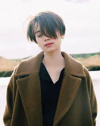 show the back of some modern womens medium length haircuts best 25 short cuts ideas on pinterest layered short hair short