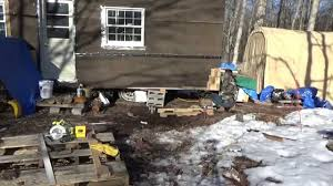 making free pallet wood shake siding for my tiny house on wheels