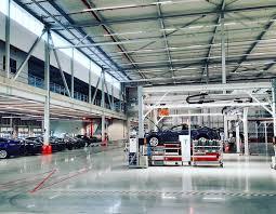 tesla dealership tesla model x u201c pakeliui į lietuvą gamykla tilburge lietuvius