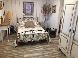 couleur chambre de nuit chambre à coucher provencale en chêne patine couleur le luc les