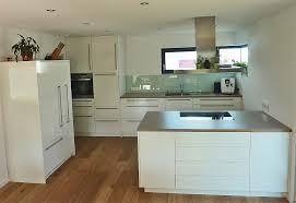 bilder für die küche weiße küche graue arbeitsplatte berlin küche ideen