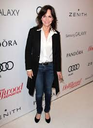 sally field hairstyles over 60 sally field shows that skinny jeans are not over limits if you re