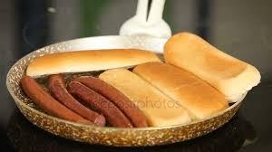 cuisiner les chignons de a la poele grillade de saucisses et de sur une poêle pendant la cuisson