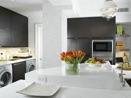 le cuisine moderne ambiance cosy par le luminaire led dans une cuisine moderne