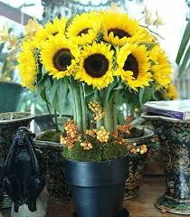 Centerpieces With Sunflowers by Best 20 Yellow Flower Centerpieces Ideas On Pinterest Yellow
