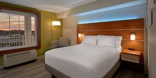 Nascar Bedroom Furniture by Hotel In Sevierville Tn Holiday Inn Express U0026 Suites