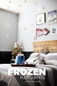 Frozen Kids Room by A Frozen Bedroom Surprise It U0027s Snowing Insides And Look