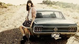 lexus nx masuk indonesia kombinasi sempurna antara cewek cantik dan mobil retro klasik