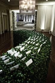 wedding ideas nature inspired manicured hedge wedding décor