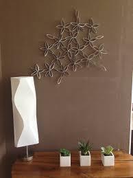 creation avec des rouleaux de papier toilette structure fleurs murale made in marie