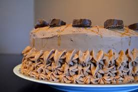 the staycationer sipps mars bar chocolate cheesecake cake