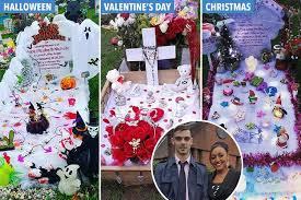 Christmas Grave Decorations Mum Spends Hundreds Decorating Her Stillborn Daughter U0027s Grave For