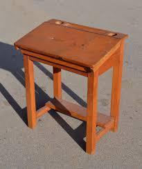 bureau d ecolier mobilier vintage pour enfants chaises tables coffres à jouets