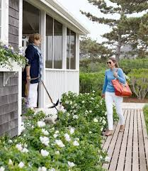 Cottage Front Porch Ideas by Best 25 Nantucket Cottage Ideas On Pinterest Stop And Shop