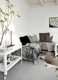 coussin pour canap gris un joli miroir au dessus du canapé ou d une commode change