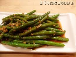 cuisiner haricot vert la tête dans le chaudron sauté épicé d haricots verts