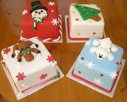 Christmas Cake Decorations Pinterest by Miniature Christmas Cakes A Great Idea For Gift Giving