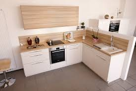 kche wei mit holzarbeitsplatte l form küche in altweiß mit arbeitsplatte und rückwänden in