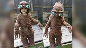 halloween costumes for mommy mom stitches up adorable u0027e t the extra terrestrial u0027 halloween