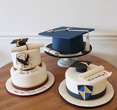 graduation cakes graduation cake oakleafcakes