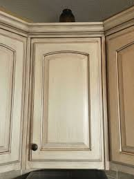 Paint Finishes For Kitchen Cabinets by Best 25 Cream Kitchen Cabinets Ideas On Pinterest Cream