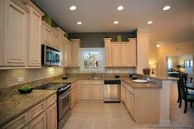 what wall color goes with white cabinets just like the background paint color to possibly go with
