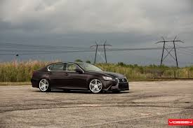 Vossen Coboara Mai Aproape De Pamant Un Lexus Gs 350 Video