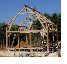 Comment Fabriquer Une Maison En Bois Montage De La Structure Poteaux Poutres Maison Poyaudine