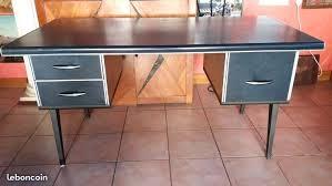 cuir pour bureau cuir pour bureau ancien bureau et fauteuil en situation dessus