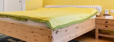 Schlafzimmerm El Betten Schlafzimmer Zum Wohlfühlen In Zirbelkiefer