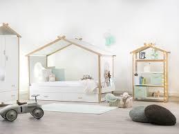 chambre enfant ologique 50 lit cabane enfant but idees