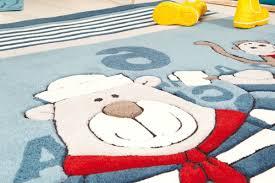 tapis chambre bébé le tapis chambre bébé des couleurs vives et de l imagination