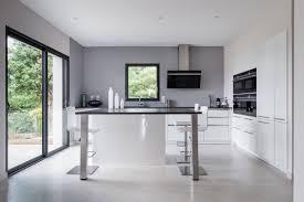 cuisine blanche avec ilot central cuisine siematic moderne en laque blanche avec un îlot central à