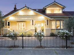 white on white californian bungalow exterior colour scheme