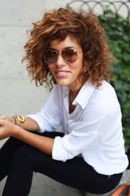 Curly Bob Frisuren by Best 25 Inverted Bob Styles Ideas On Inverted Bob