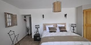 chambre d hote pernes les fontaines lou canaillou une chambre d hotes dans le vaucluse en provence