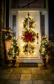 50 best christmas porch decoration ideas for 2017 14 bold wreath trio