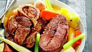 cuisiner jarret de boeuf recette pot au feu de bœuf jarret et paleron aux légumes anciens
