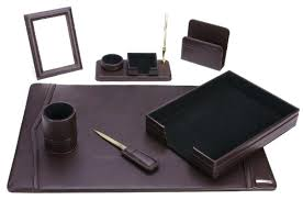 Accessories For Office Desk Mens Office Desk Contemporary Decoration Sets Home Design For